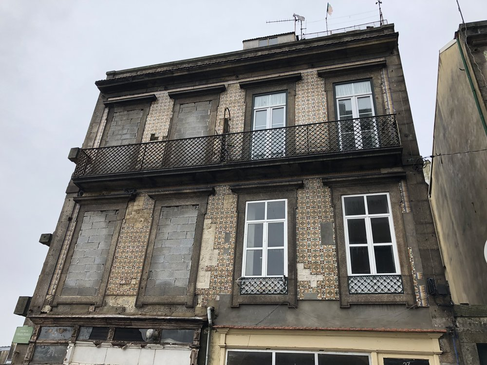 Tons of abandoned and boarded up buildings in the Porto city center. You find out why & how the city is combatting this on the walking tour.