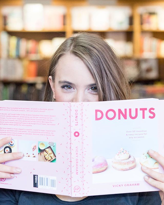 As a baker's daughter (for real, grew up in a bakery), I'm a self-proclaimed donut connoisseur. Except I have no idea how to actually make a donut. 😳