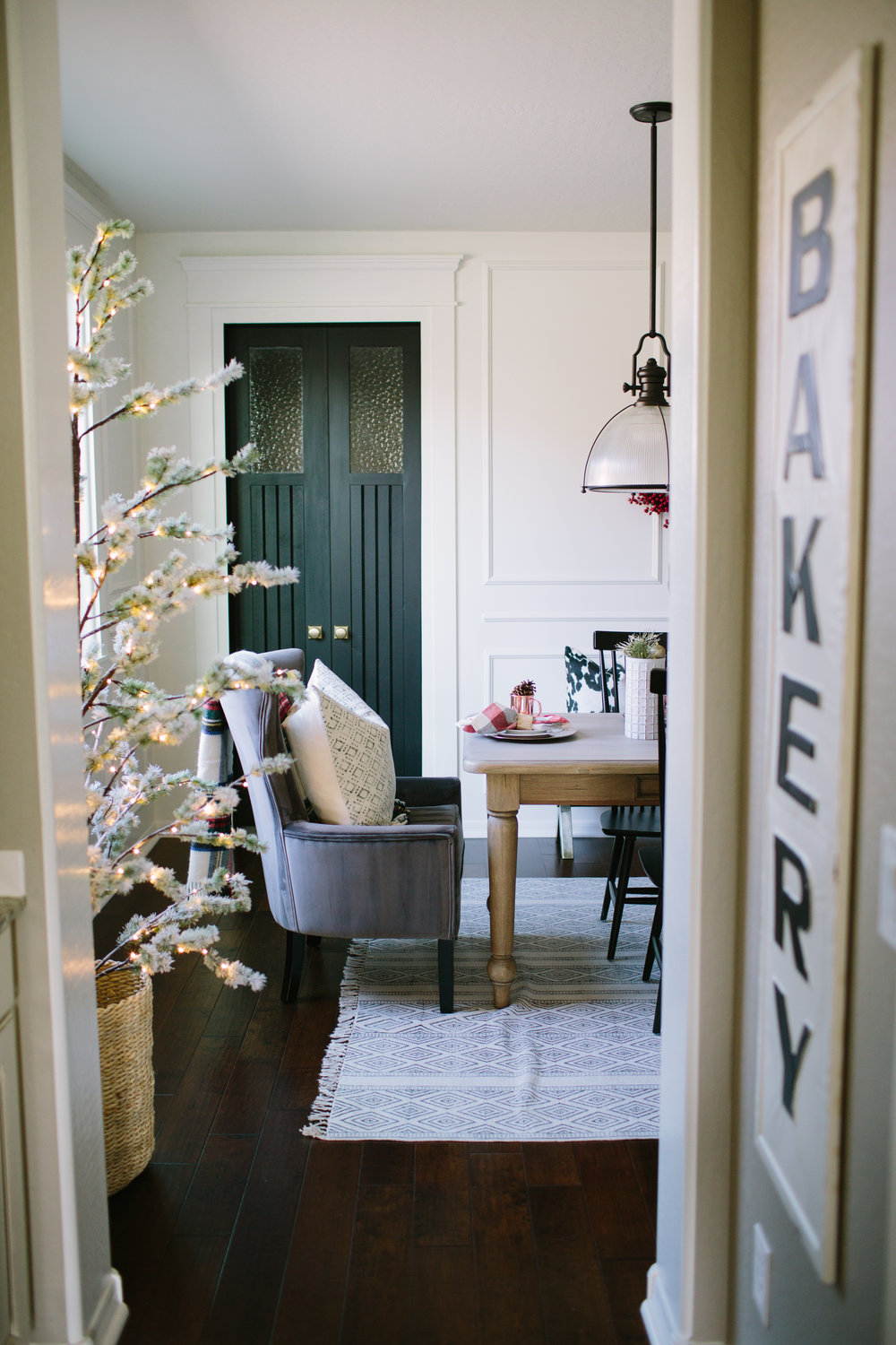 td christmas dining room / butlers pantry