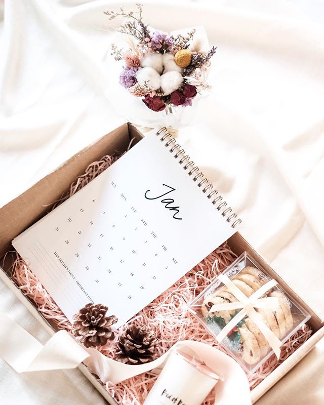 The season of gifting is upon us!  Introducing our latest giftbox collab with @cafeplainjane & @floralsbyMC, this giftset consists of:  A petite everlasting jar from @floralsbyMC, Handmade soy candle from @sallysroom (with choice of bed of roses, sake or Peony scent), A box of Cranberry & Orange cookies from @cafeplainjane baked specially made for the season & @mintordinary's signature 2019 Gratitude & Rest Calendar.  This box will be ideal for the bedroom side table or to set the office desk on a positive note for 2019.  More details to follow later today so stick around!
