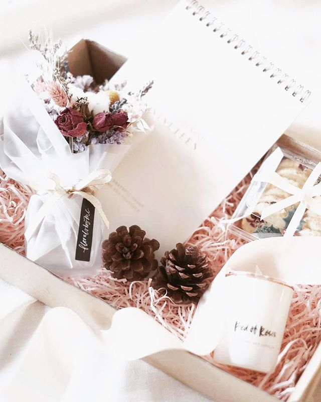 🎄{ FESTIVE GIFTBOX }🎄 . Specially put together with @cafeplainjane & @floralsbyMC for the festive season & new year celebrations, this giftset is curated to celebrate the start of a new year.✨ Every giftbox comes with: ✰ 2019 Gratitude & Rest Calendar, ✰ A petite everlasting bloomjar ✰ Handmade soy candle ✰ Freshly baked All-Butter Cranberry & Orange cookies  Priced at $75/giftset (O.S.P: $85), every box will be finished with satin ribbons. . . {RECOMMENDED ADD-ONS } You may also top up for a: • Merry Christmas 100% handmade cotton paper card by @mintordinary at +$6.50 & • Seasonal Peppermint Dark Chocolate meringue roll (20cm) from @cafeplainjane at a special rate of +$32 (R.P: $35) . . The Festive Giftbox is available on Preorder with 3 days advance notice.  Advanced orders/collection before Christmas is advisable as most items can be kept for a long period in cool and dry environment except for the following consumables: *Cookies are best enjoyed within 1-2 weeks upon collection, & *Meringue swiss roll has to be consumed upon the same day of collection. . . Self collection is at @cafeplainjane or delivery can be arranged. . WE ARE TAKING ORDERS NOW! 📮 Swipe left for ordering information.⬅ Order link in bio.