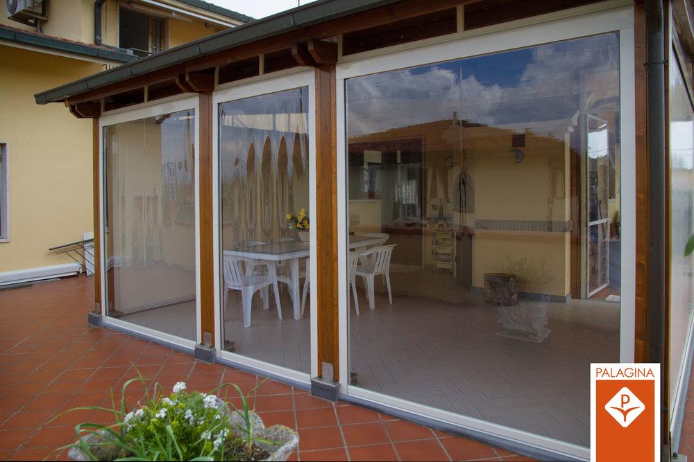 CHIUSURE ZIP - Chiusure ermetiche con sistema ZIP integrato di tessuto Crystal trasparente, ideale per patio e soluzione integrante per tende a pergola.
