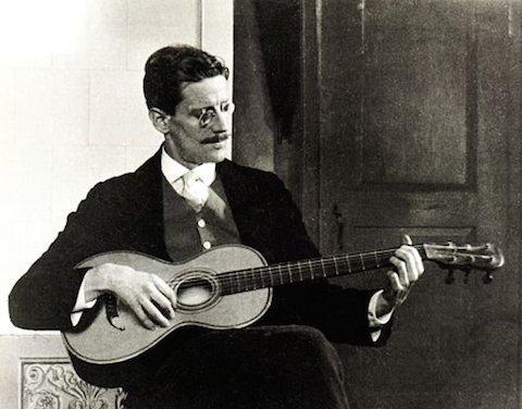 James_Joyce_in_1915.jpg