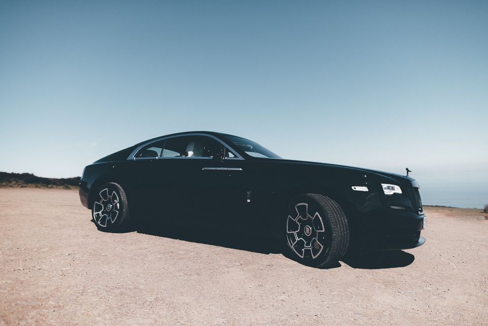 Side profile photo of elegant Rolls Royce