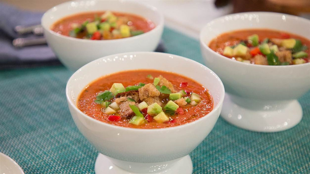 Cool off with this delicious and super, easy gazpacho soup!