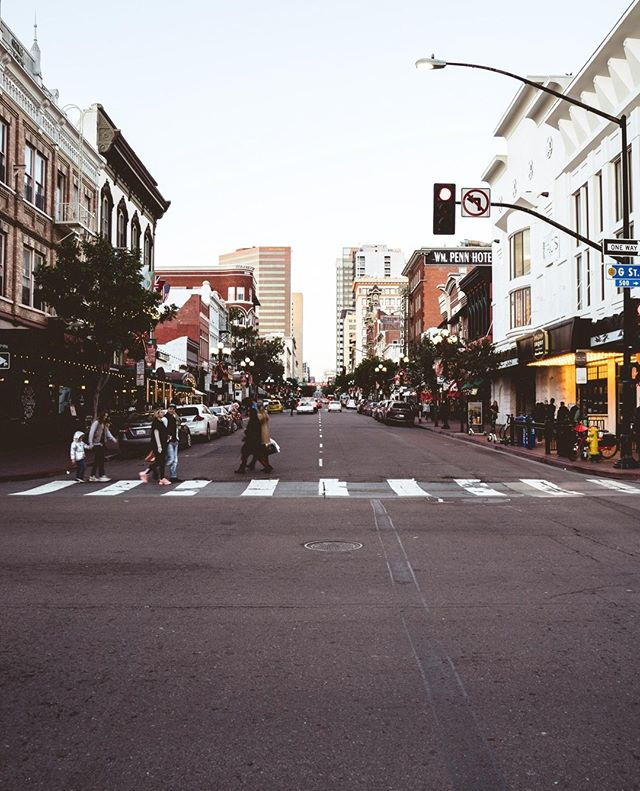 Downtown San Diego 🇺🇲 . . . #PacificRidge #SanDiego #DiscoverDetails #LifeAbove #GaslampDistrict #Downtown #travel #roadtrip #tb