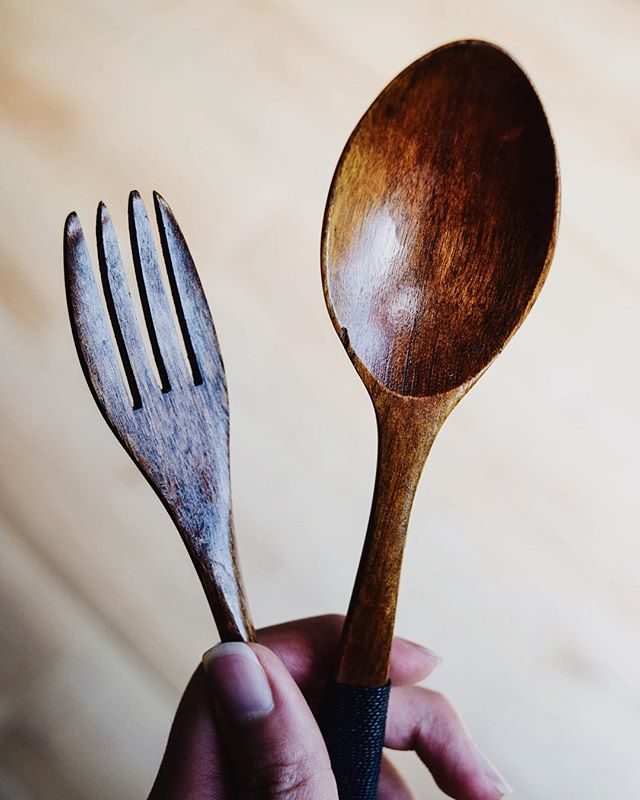 Plastic Free July tip! BYO cutlery!! Whether it be some wooden, bamboo, or metal cutlery bring some with you when you go out and think you may be in a place where they use disposable cutlery. You can even buy some at the thrift store for like 10¢. I always keep a pair in my purse cause ya never know when you need to eat😋 There are so many great places that sell travel reusable cutlery as well with a little pouch all wrapped up and neat to go. But if you don't want to or don't need to, just grab one of your cotton napkins and wrap up some silverware from your kitchen and head out the door! Simple as that☺️💚