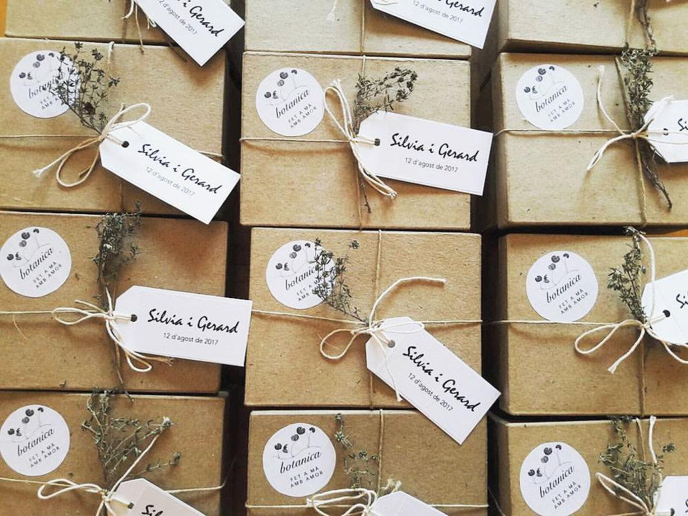 detalles para celebraciones - Te acompaño con mis productos en un día especial.Creo productos personalizados para cada ocasión.Los creo con mimo y delicadeza, cuidando cada detalle, para que tus invitados reciban un regalo lleno de amor.