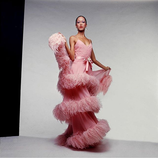 💃🏾Many your weekend be as glamorous as Pat Cleveland in this pink Valentino number 💕🌛 . . . . #whoisshe📧 #wisnewsletter #ladiesinyourinbox #newsletter #email #subscribe #tellyourstory #interview #creative #art #tgif #cheerstotheweekend #letsdance #weekendmood #lookstotry #fashion #vintage #thinkpink #blackmodels #patcleveland #muse #glam #saturdaynightfever #retro #weekendplans #weekendvibes