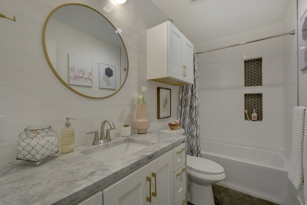 2812 W 50th St-print-027-17-Guest Bath-4200x2802-300dpi.jpg