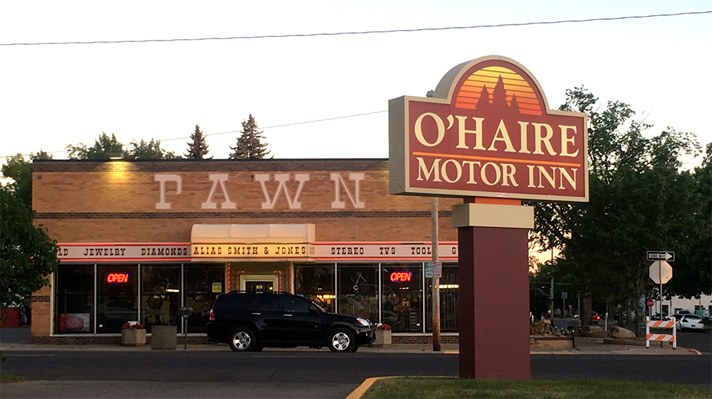 The O'Haire Motor Inn sign from the parking lot, which appears very late 80s / early 90s.