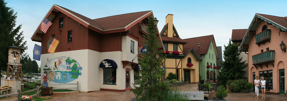 frankenmuth-river-place-shops-panorama-02.jpg