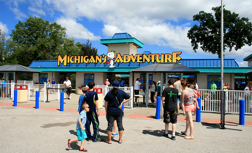 michigans-adventure-02.jpg