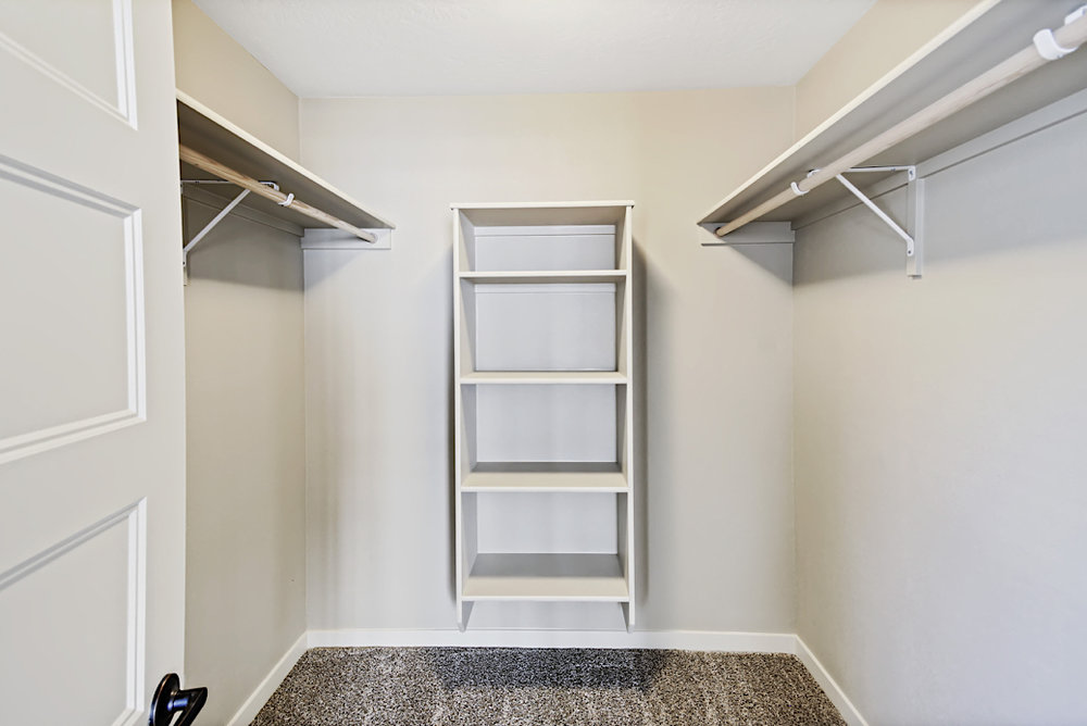 Stonesthrow-cottage-closet.JPG