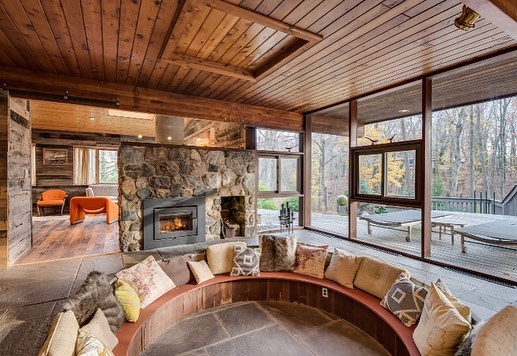 Our good friend Jonathan @kingoftone just moved west and is selling his incredible 1960s Long Island home by architect Keith Hibner. Located 90 mins from NYC! If you are in the area or know someone who is, spread the word! Contact @catherine_luckytolivehere or @sari_luckytolivehere #friendswithamazinghomes #customerswithamazinghomes #midcenturymodern #midcenturyhome #midcenturymodernhome #aframe #afraehouse #1960s #modernism #minimalism #interiordesign #postandbeam #postandbeamliving