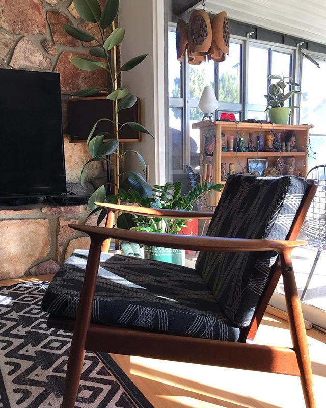 Last Sunday of the year ✌️. #midcenturymodern #home #california #moreddi #raulcoronel #eames #pineragallery