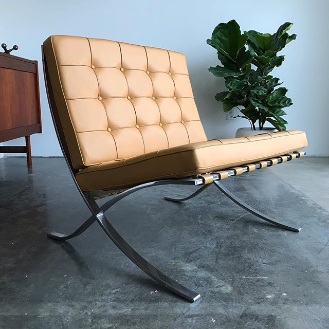 Working hard to get this place up and running with regular hours again but let's start selling!! Vintage Mies van der Rohe Barcelona chair for Knoll now available at Era Gallery. DM for details. #miesvanderrohe #barcelonachair #knoll #midcenturymodern #leather #vintagefurniture #bauhaus #danishmodern #gaineyceramics #eragallery #redlands #palmsprings #losangeles