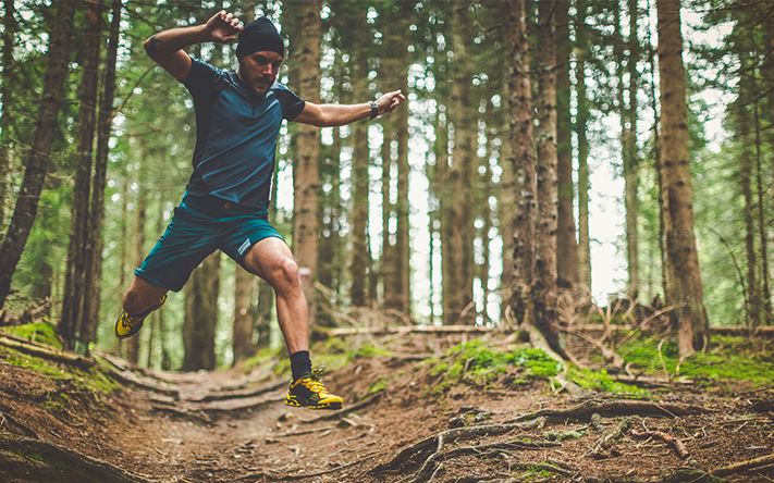 Website_0000s_0003s_0001_Trail-running-in-the-forest-jumping-roots-503519046_2125x1416.png