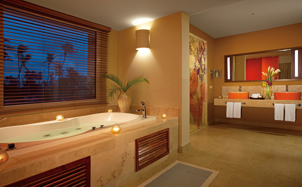 BREPC_MasterSuite_Bathroom_2A.jpg