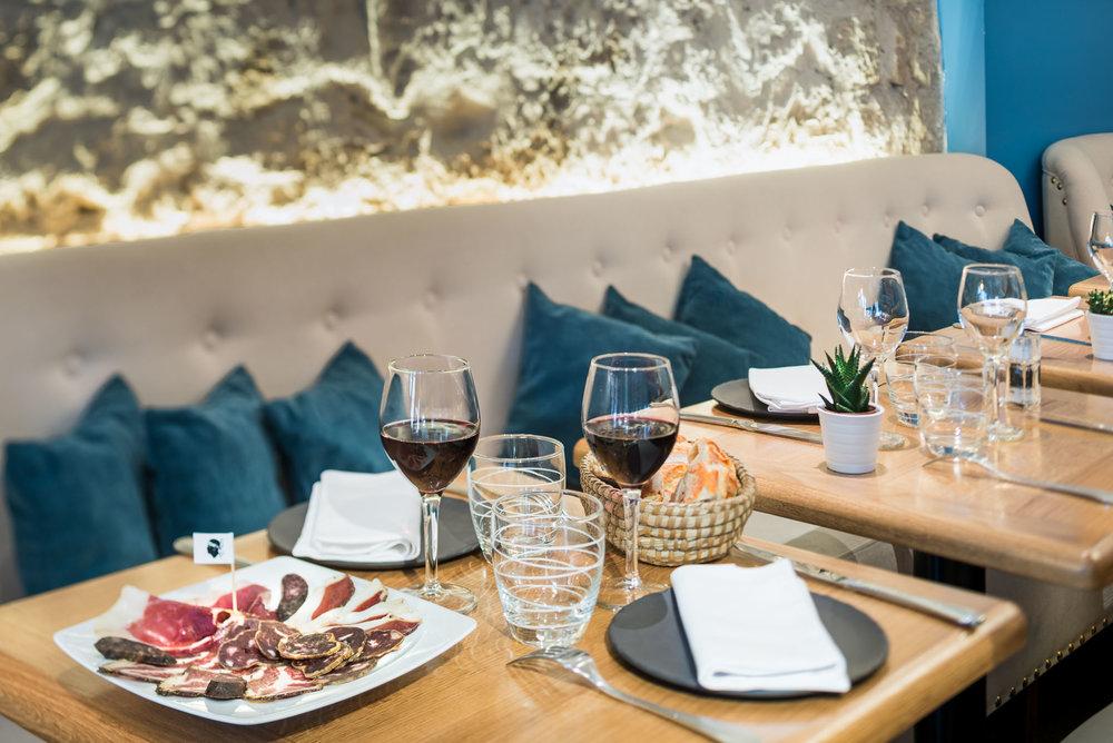 A_Cursita_restaurant_1.jpg