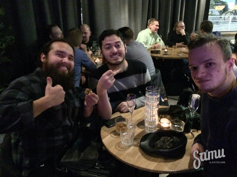 Juan Antonio, Manuel ja Gabor opiskelevat Otaniemessä ja olivat tyytyväisiä, että kampusalueelta löytyy nyt laatuluokan ravintola. Ja tietysti laatuluokan sirkkoja!
