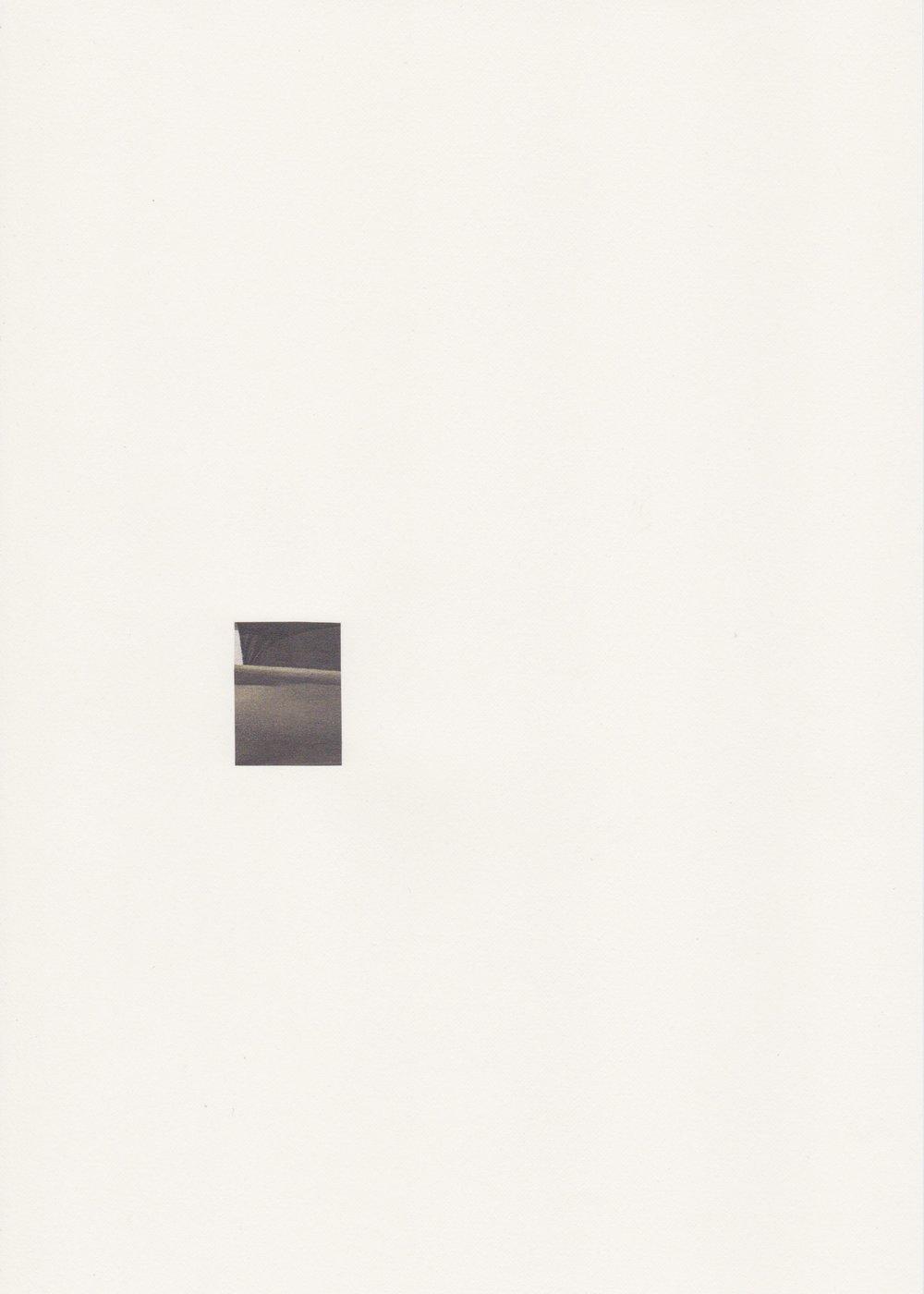 Kyoto, la nuit - n°1 - Assemblage sur papier velin - Collage 3,5 x 2 cm - (encadré 31,9 x 23,2 cm) - 2018
