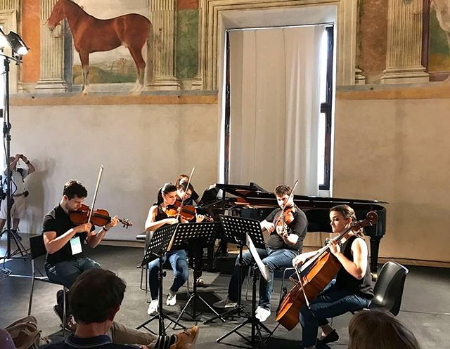 mantova chamber music festival 💪  #quintet #brahms #stringquartet #music #chambermusic #mantova #palazzote #saladeicavalli #castle #lovemusic #friends #pianoquintet #festival #oficina #art #town #workout #musicians #palazzoducale #beautifudays #italy