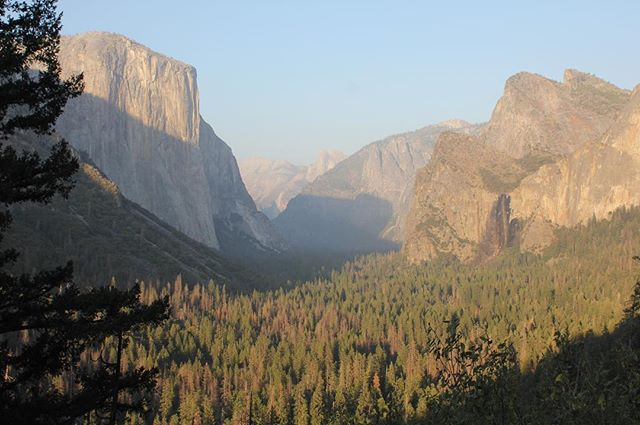 Sun setting over Tunnel View, Yosemite ~ El Capitan on the left & Bridalveil Falls on the right with Half Dome in the distance....spent a wonderful day in the valley, following the Valley View Trail, paddling & picnicking by the Merced River, walking up to Mirror Lake & Yosemite Falls. . #yosemite #yosemitenationalpark #tunnelview #california #nationalparks