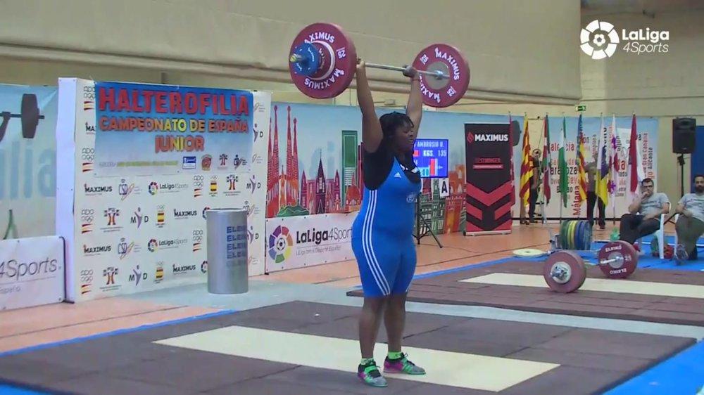 Paula Teresa Ntutumu Okomo tiene las mejores puntuaciones de España de halterofilia en su categoría. Fotografía: Laliga4sport.