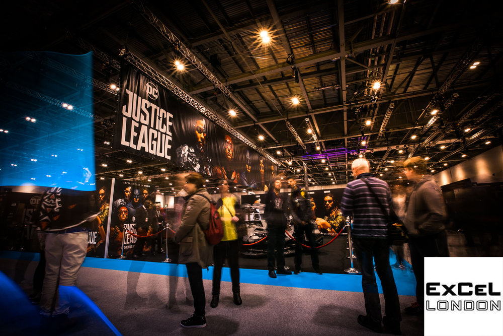 Justice League Stand @ Comic Con