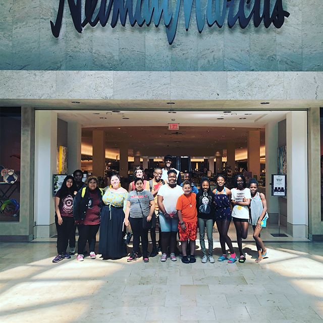 Had a great time taking my Behailu students and their Fibers + Fashion teacher to Neiman Marcus to meet their visual team and get an exclusive look behind the scenes! Thanks @btepinc for the opportunity!