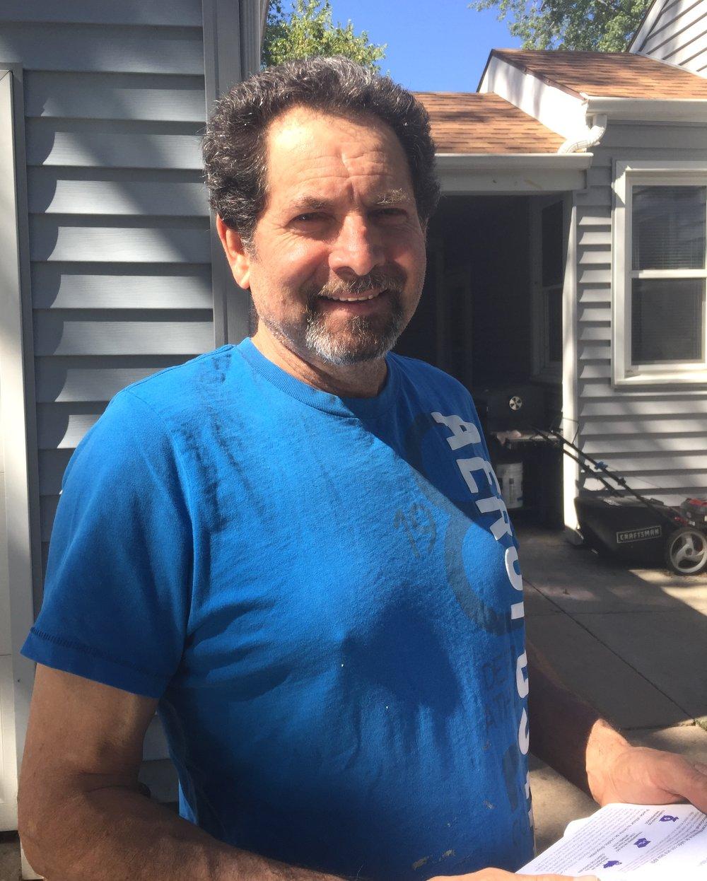 """""""Voto porque es mi derecho"""", dijo Alberto Medina, que vive en Schuyler."""