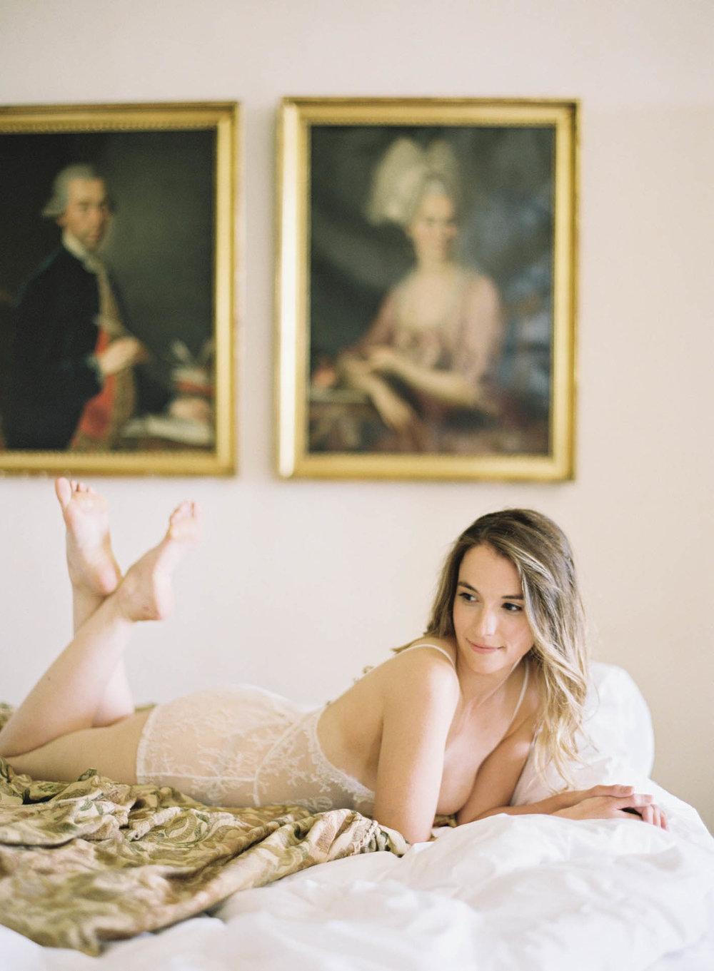 Italian_Villa_Boudoir-10-Jen_Huang-Elan_Jaffke_Boudoir-111-Jen_Huang-006877-R1-010.jpg