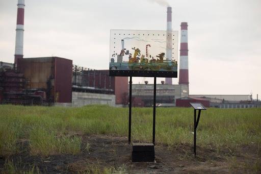 Installations in Nickel, Murmansk region, by artist Dmitriy Gorbas. Credits Вторая Школа
