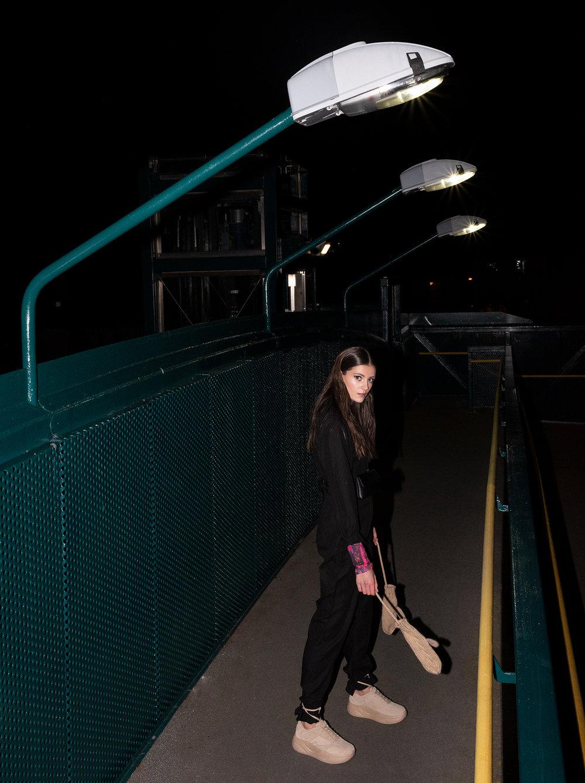 Black-jumpsuit-standing-bridge-5866.jpg