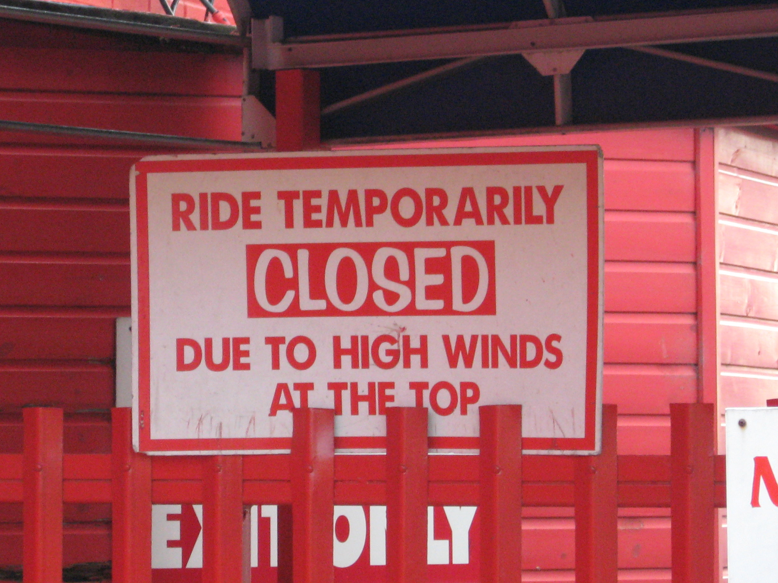 Closed_Sign_At_The_Entrance_To_The_Queue_Line