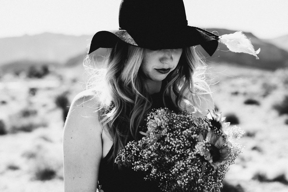Shutter Up Studios | Photographer in Las Vegas, Nevada | Black and white desert portrait session with sun hat and sunflower bouquet