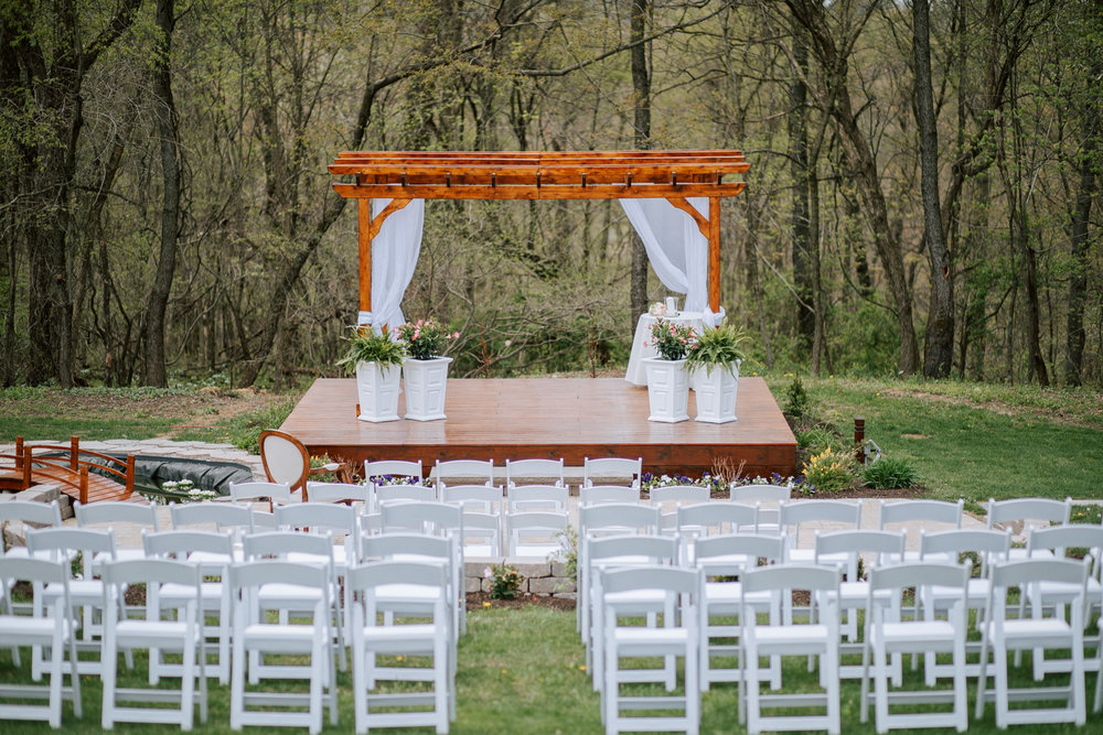 Shutter Up Studios   Wedding photographer in Pittsburgh, Pennsylvania   Rustic country chic ceremony