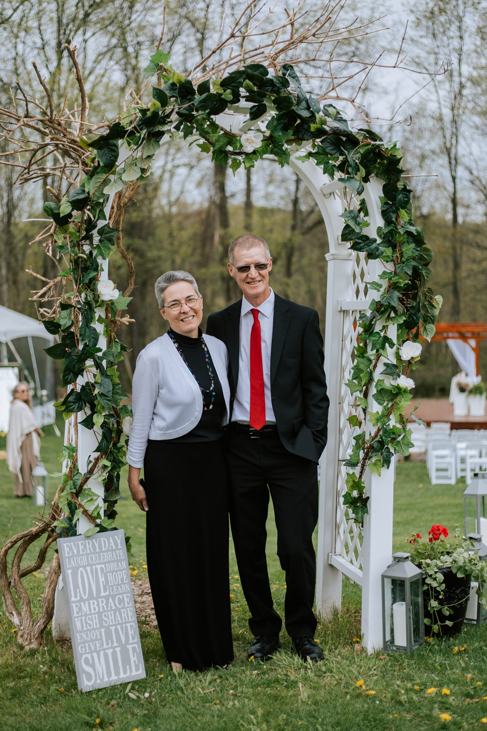 Shutter Up Studios   Wedding photographer in Pittsburgh, Pennsylvania   Guest photo booth at floral arch