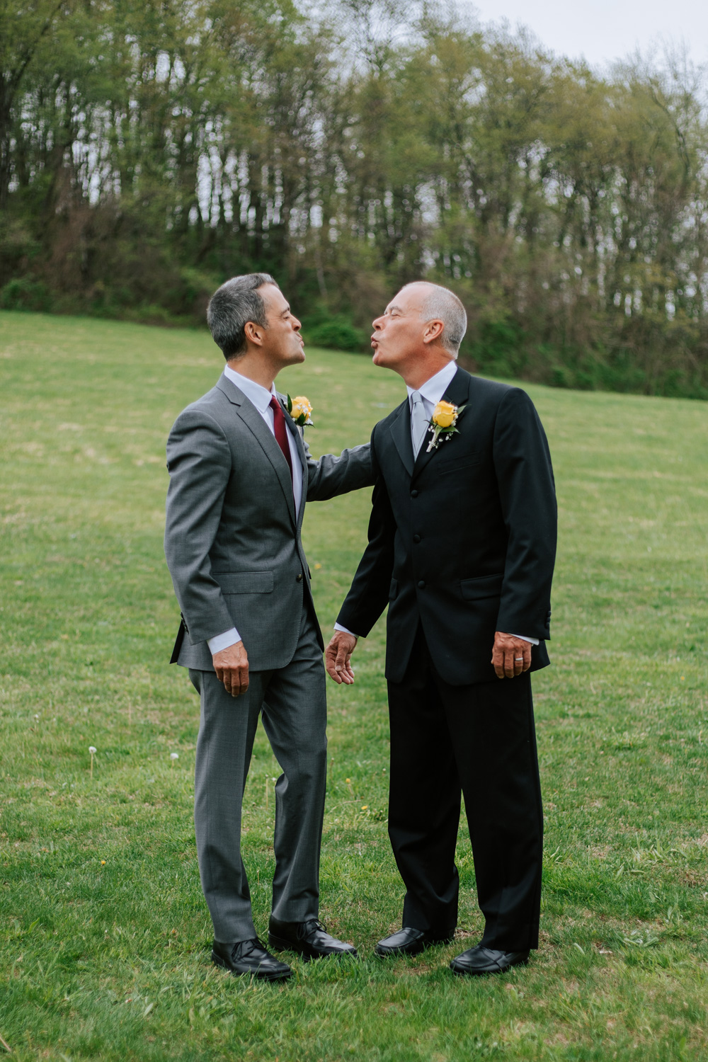 Shutter Up Studios   Wedding photographer in Pittsburgh, Pennsylvania   Outdoor formal family portraits