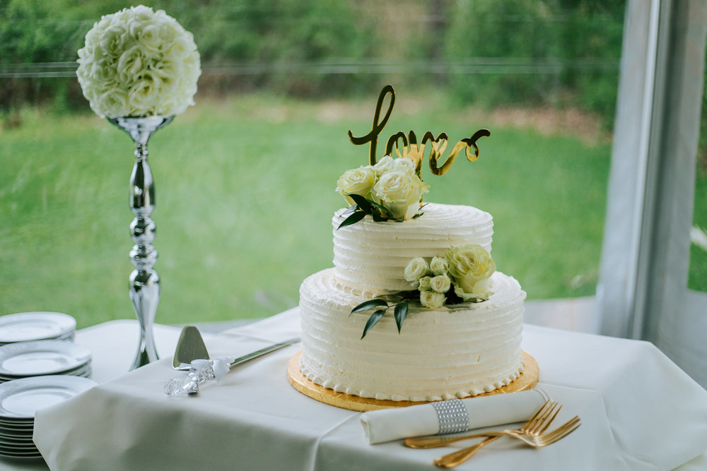 Shutter Up Studios   Wedding photographer in Pittsburgh, Pennsylvania   Kretchmar's Bakery rustic wedding cake with flowers