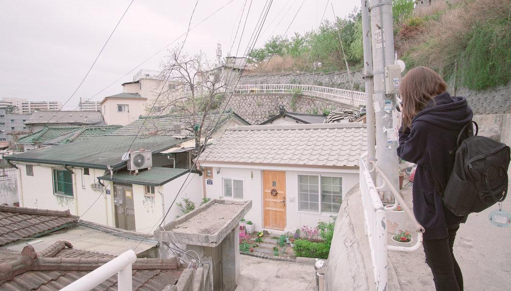 首爾很吸引我的地方, 是這些在山坡上的家, 雖然不知道他們是怎麼每天上下山的, 我整個爬得很累!