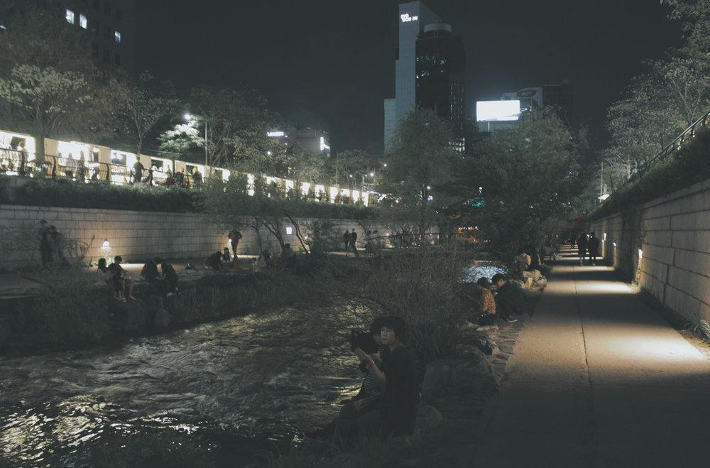 清川溪晚上很熱鬧, 美美的!