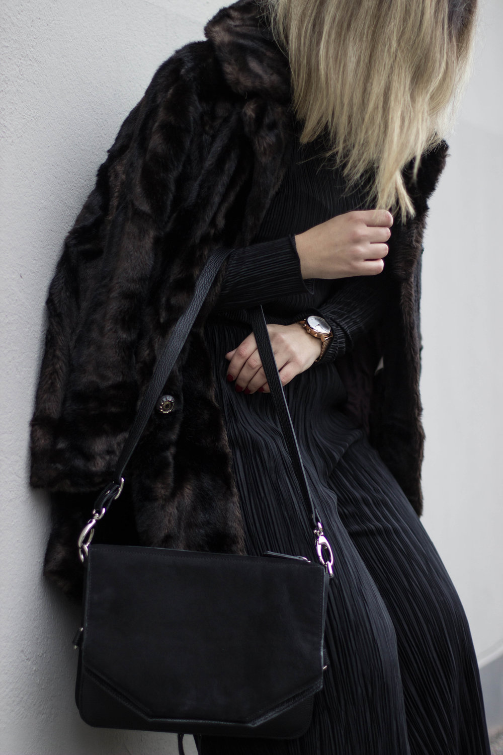 THE PARTY CLUTCH FOR THE WEEKENDS - WEARING// COAT VINTAGE / TOP GINA TRICOT / PANTS H&M / BOOTS VINTAGE / WATCH KRONABY / BAG BUKVY