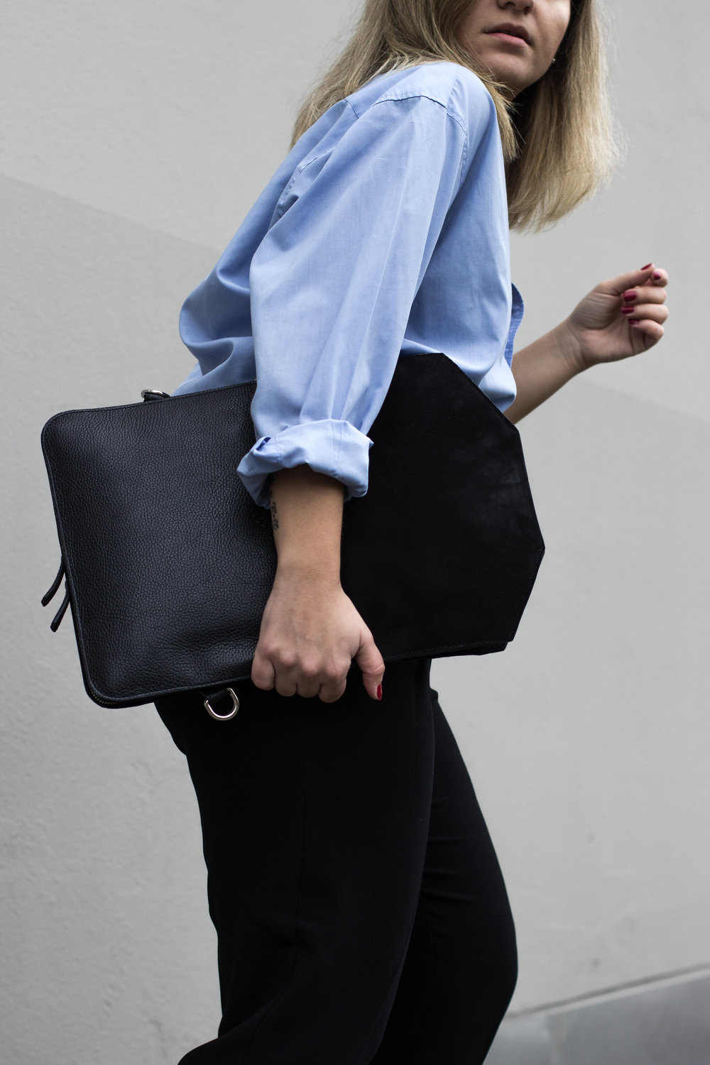 THE LAPTOP CASE FOR THOSE BUSINESS HOURS - WEARING// COAT CARLINGS / SHIRT VINTAGE / PANTS MANGO / BAG BUKVY