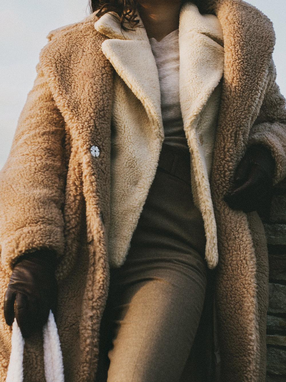 Coat H&M & SVEA, Top and gloves H&M, Trousers ZARA, Bag SVEA