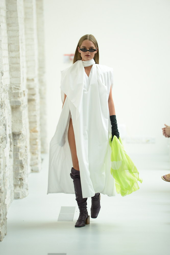 SCANDINAVIAN ACADEMY OF FASHION DESIGN: THE GHOST OF MIYAKE-ABOUT-THAT-LOOK-FASHIONWEEKSS19