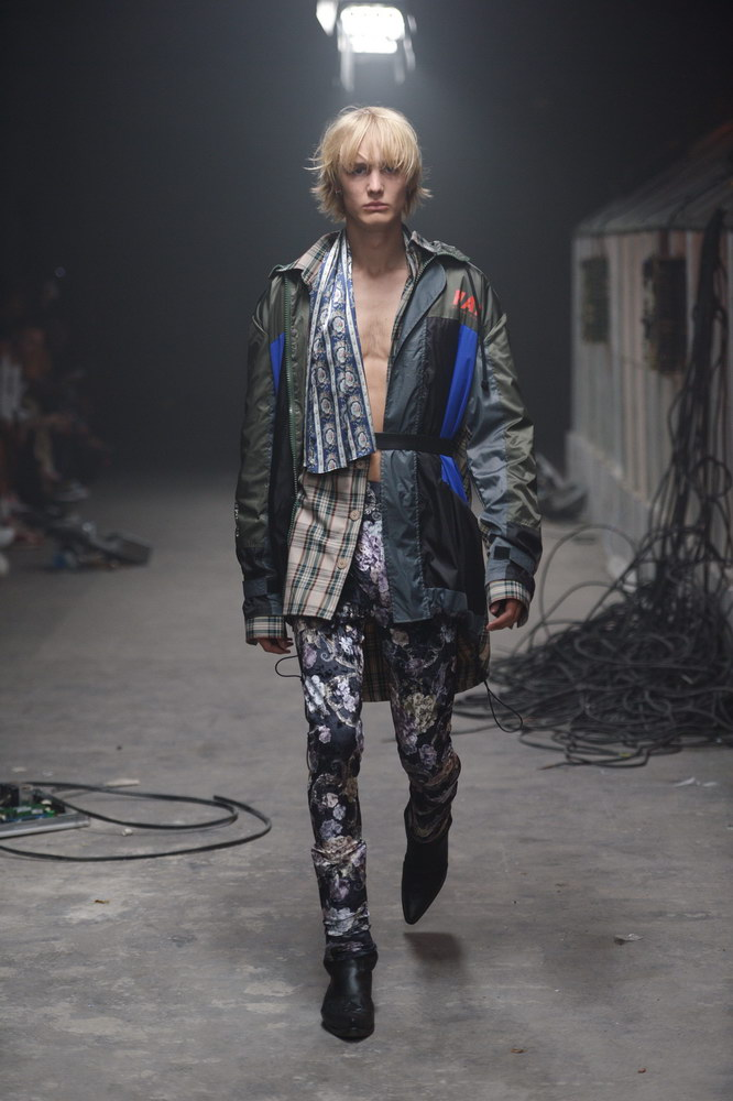 HAN KJØBENHAVN: THE GREENHOUSE EFFECT-fashionweekss19-fashion-week-runway-aboutthatlook