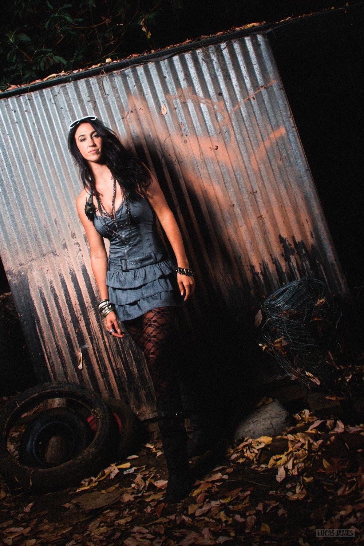 deja-solis-singer-model-8.jpg