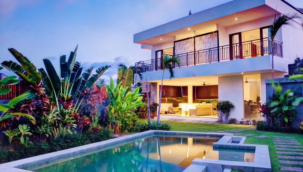 real-estate-home-exterior-24-1760-1000.jpg